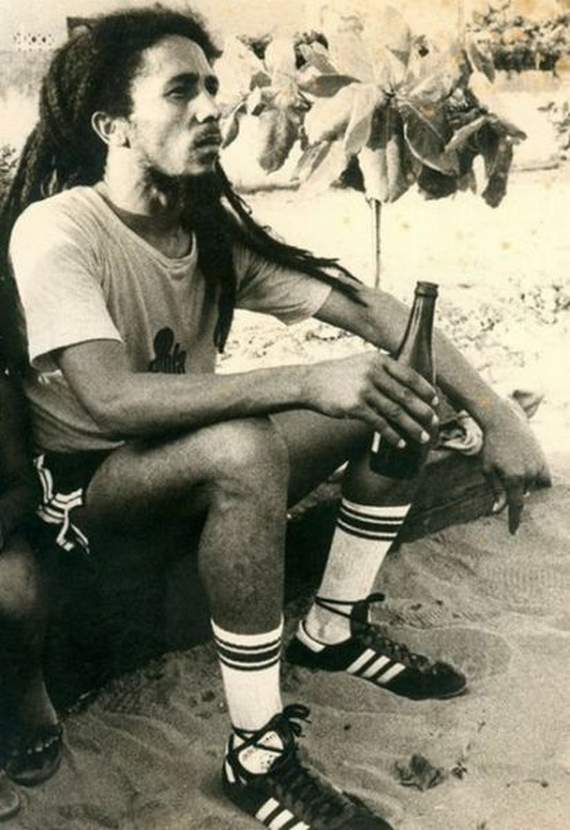 bob-marley-playing-soccer07